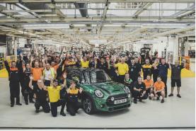 60年趣味不减,MINI庆祝第一千万辆汽车下线